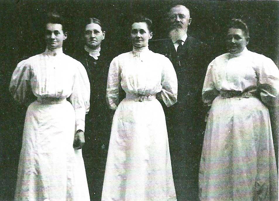 Hariett and Henry McNalley and daughters Sophia Louisa Adelaide