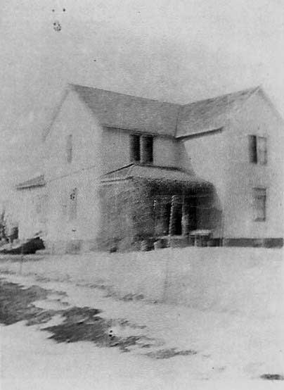 Mable and Dicks home in 1930