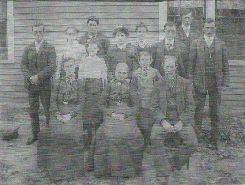 Eck Edith Rudolph Belle Elizabeth Jen Charlie Albert William Bottom are Ella Lutie Mary mom Fred and James Curry